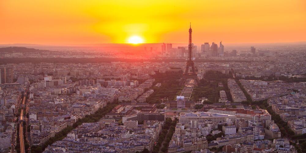 Fotografía hecha por turistas después de planificar cómo ir de Eurodisney a la Torre Eiffel.
