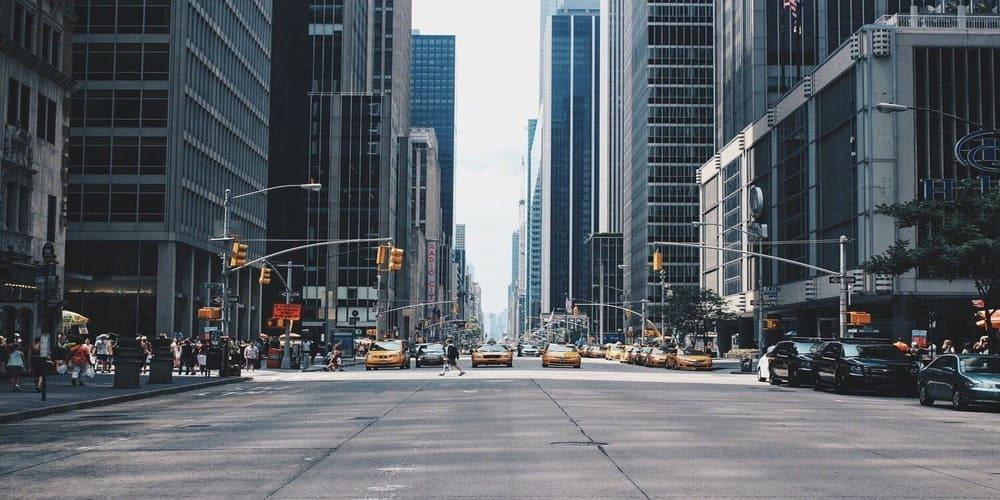 Uno de los lugares más típicos donde fotografiar las calles y sus taxis amarillos