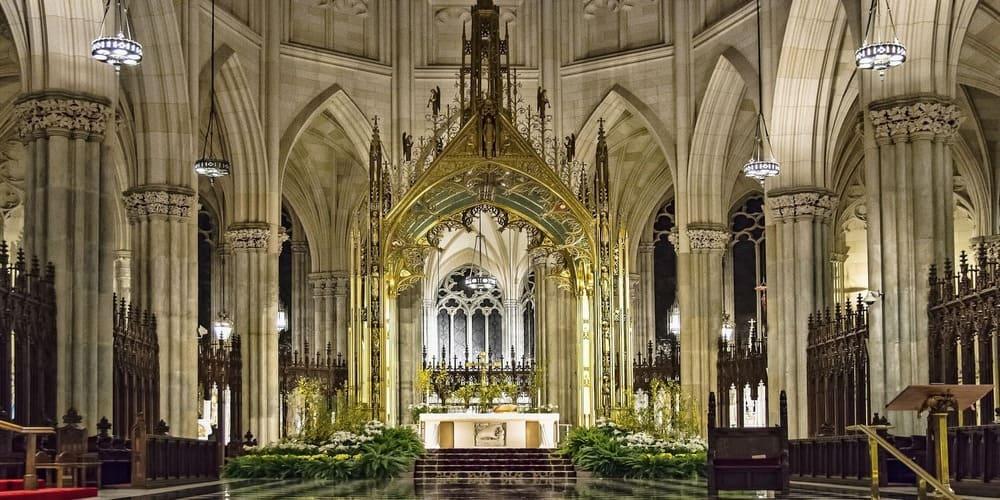 El altar de la Catedral de St Patricks en Nueva York