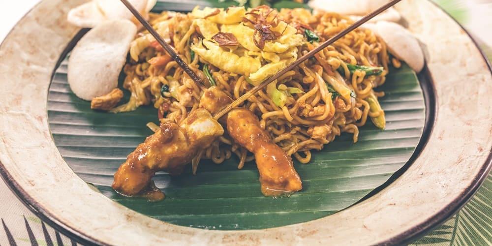 Delicioso plato de comida oriental para comer en Nueva York