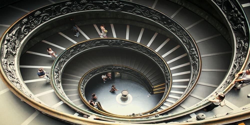 Escalera situada justo al final del recorrido por los Museos Vaticanos