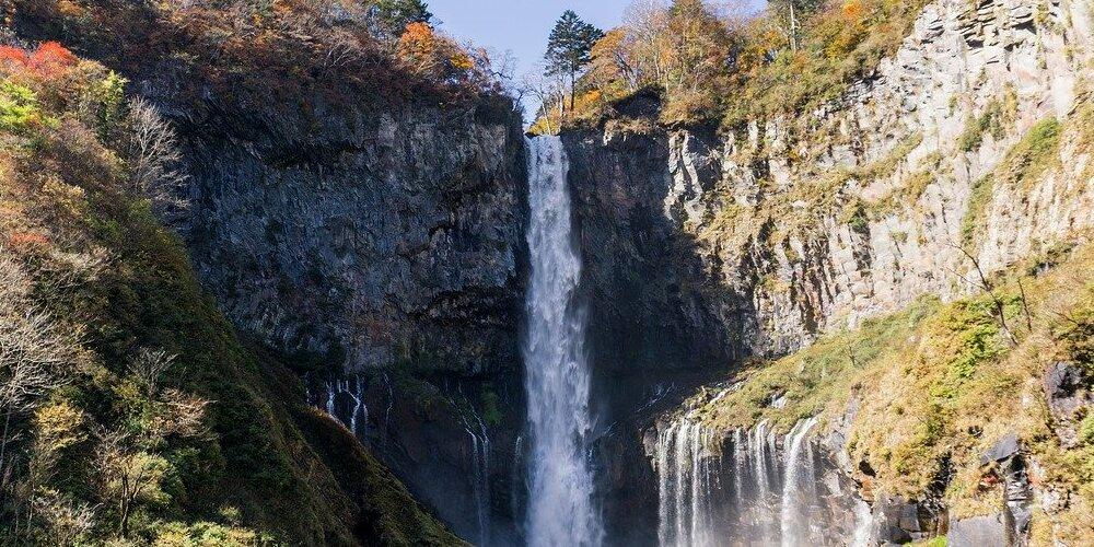 Vista de una cascada durante las excursiones desde Tokio a Nikko