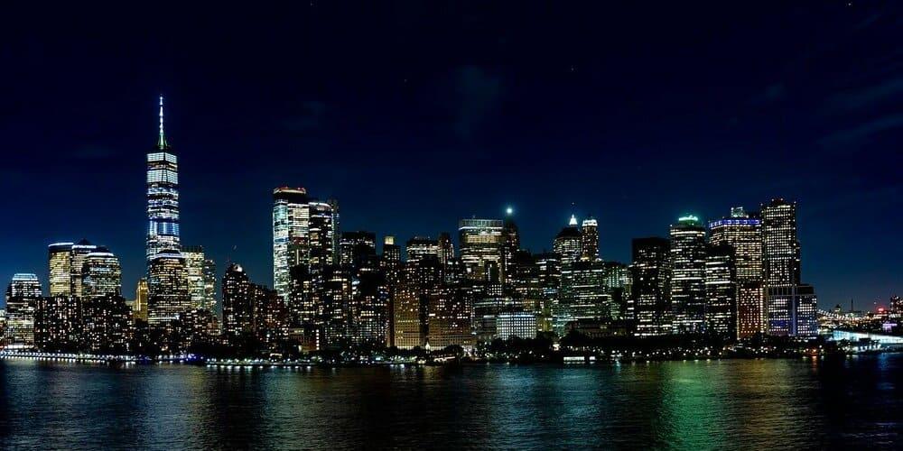 Panorámica de la ciudad de Nueva York de noche