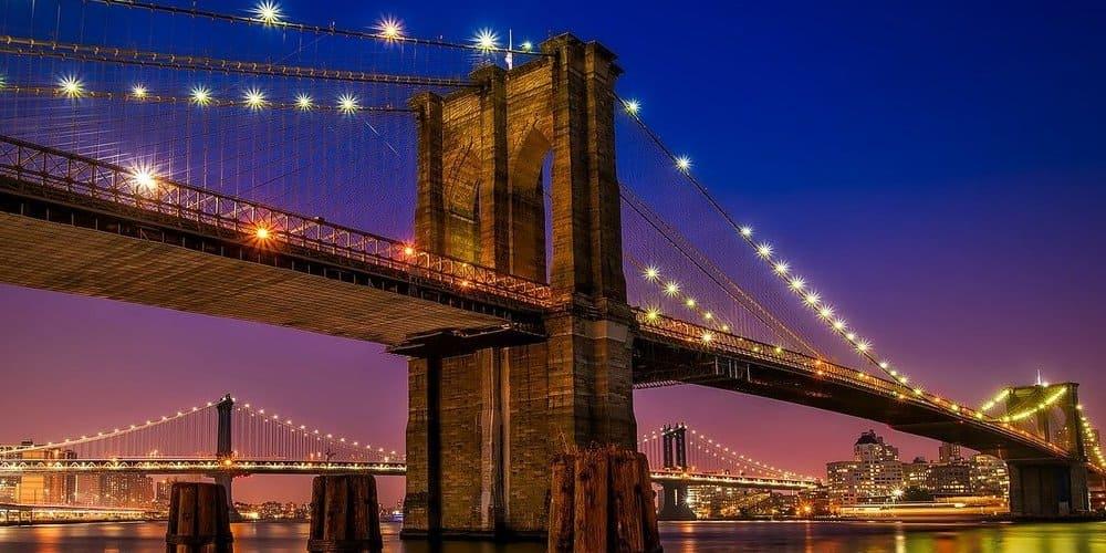 Puente de Brooklyn iluminado
