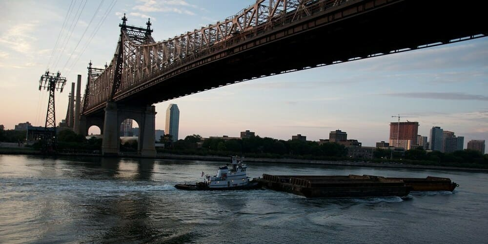 El puente de Queensboro que une Queens y Manhattan