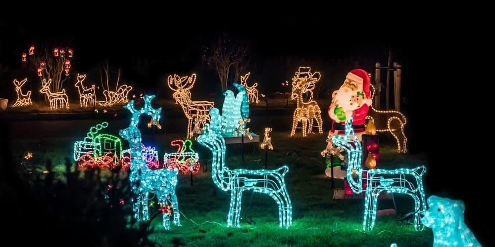 Jardín iluminado en Nueva York en Navidad.