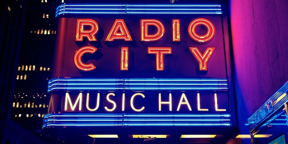 Fachada del Teatro Radio City Music Hall en Nueva York.