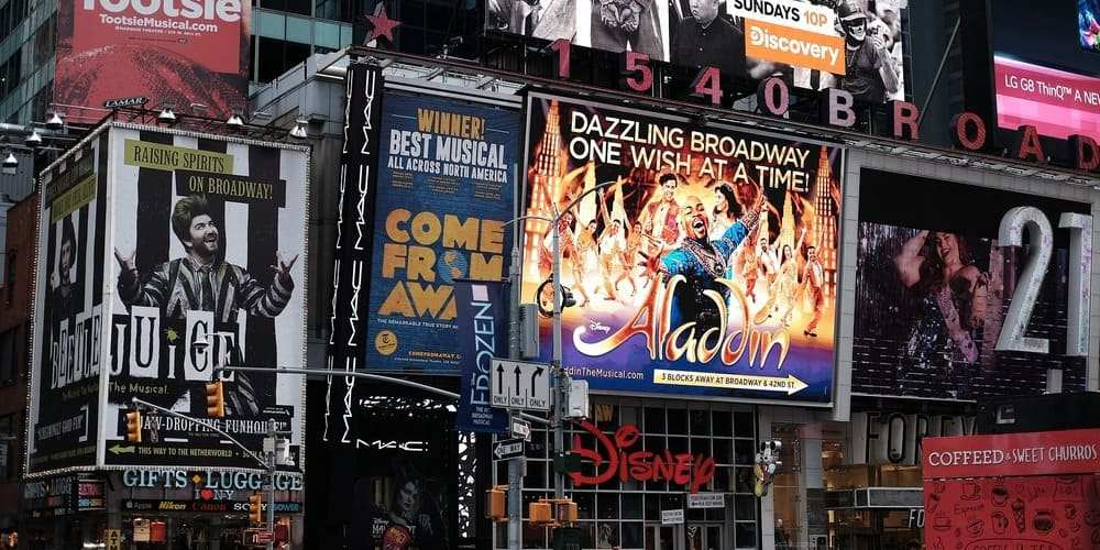 Pantallas de Times Square perfecto para visitar en Nueva York con niños.