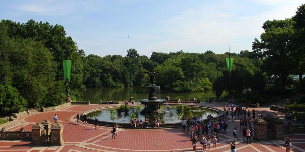 Fuente de Central Park en verano en Nueva York.