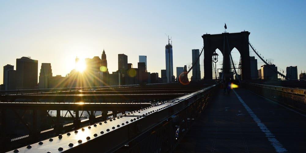 Puente de Brooklyn durante el atardecer para disfrutar en tu itinerario por la Gran Manzana de tres días