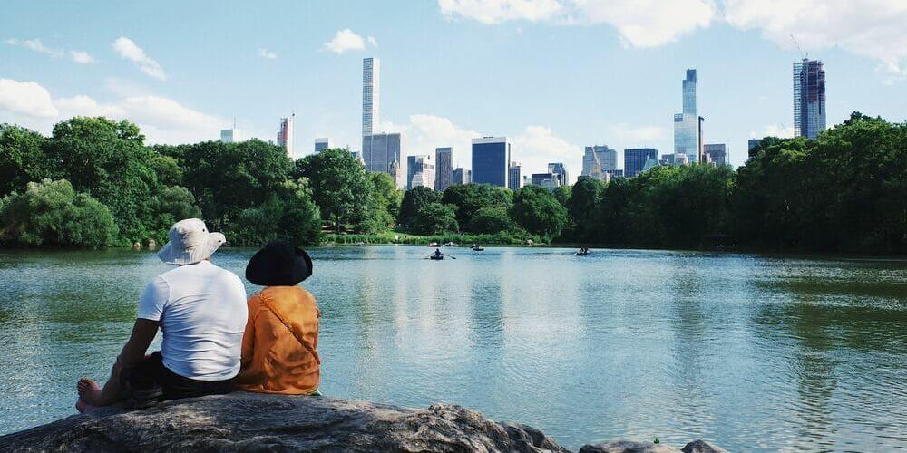 Turistas disfrutando de Central Park en su viaje a Nueva York en 3 días.
