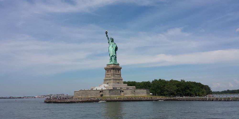 Visita a la Estatua de la Libertad durante la excursión a Nueva York en 3 días.