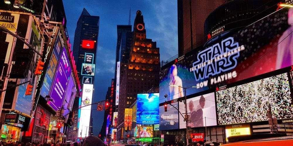 Times Square por la noche durante el recorrido por Nueva York en 3 días.
