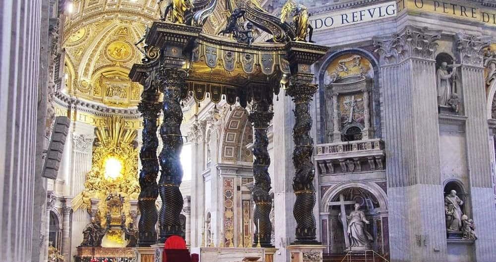 Baldaquino de San Pedro de Bernini en el Vaticano
