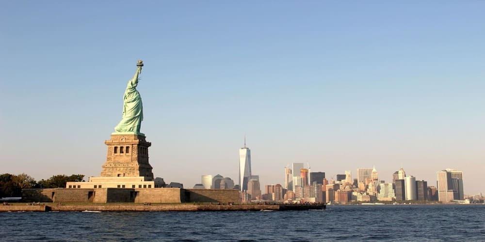Ferry llegando a la Estatua de la Libertad