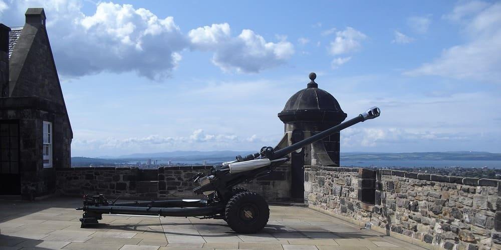 Temperatura fría en Edimburgo en abril sobre el castillo.