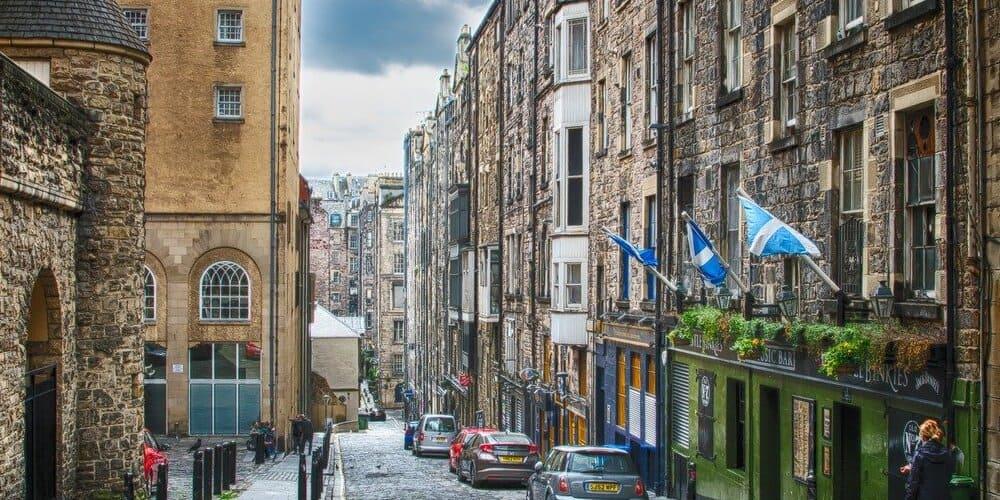 Calle de Edimburgo durante el Tour de Harry Potter