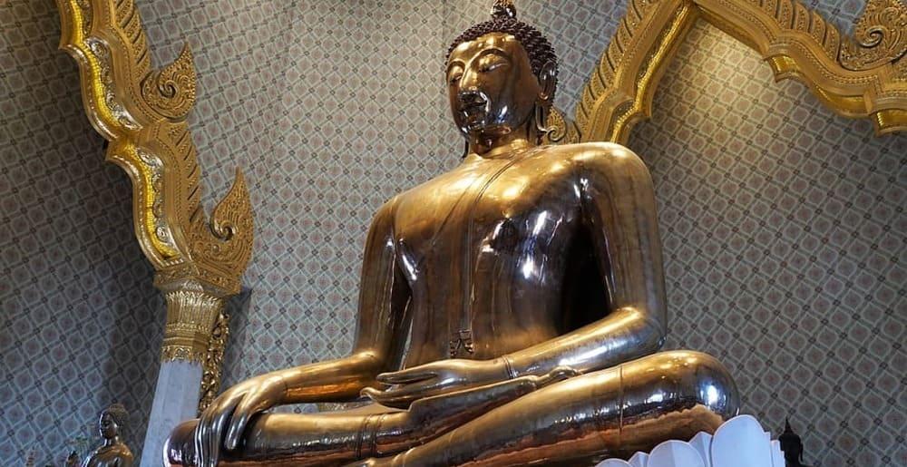 El buda de oro del templo Wat Traimit de Bangkok