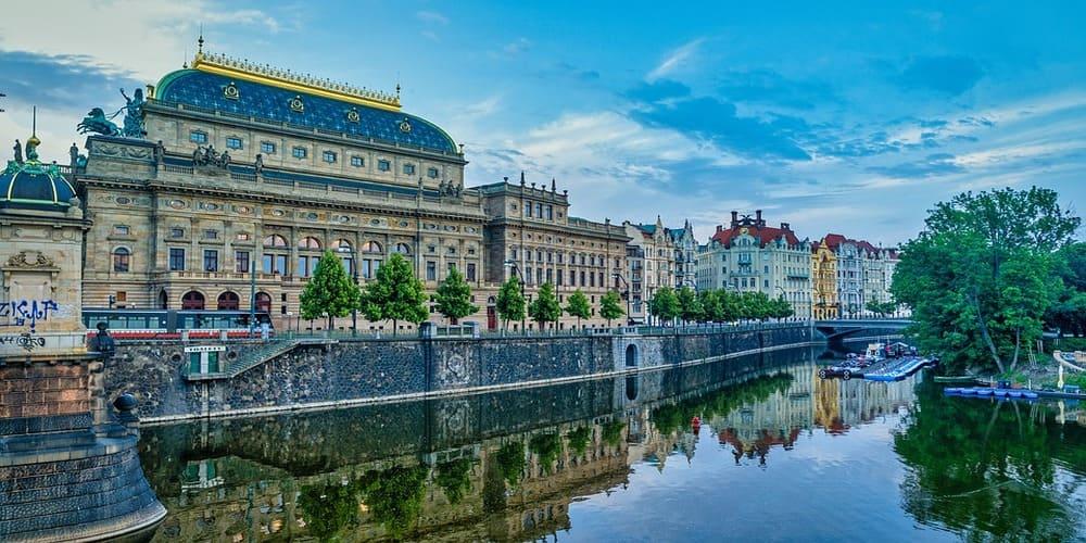 La temperatura en Praga en abril en un crucero por el rio Moldova