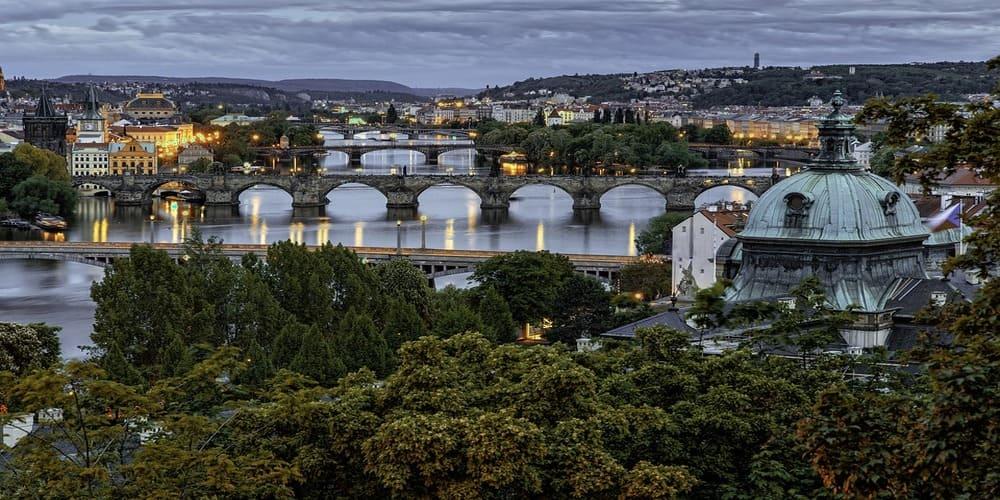 Tiempo, clima y temperatura en Praga en abril
