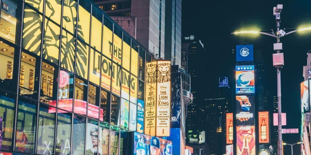 Carteles anunciando el musical 'El Rey León' en Nueva York en junio.