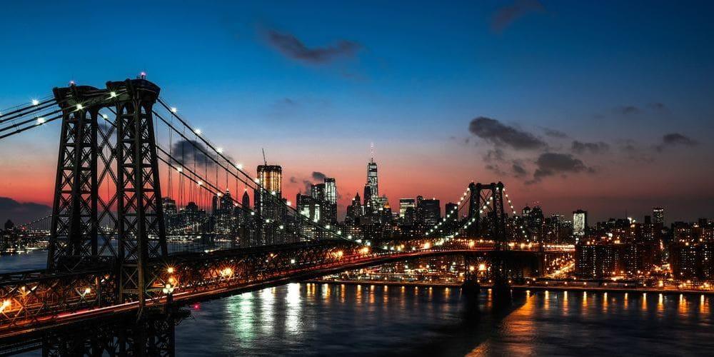 Skyline de Nueva York iluminado.