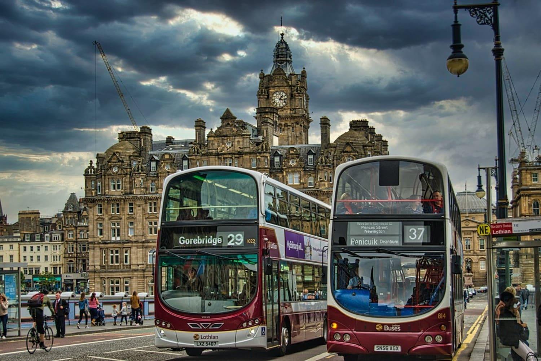Autobuses urbanos típicos en la ciudad