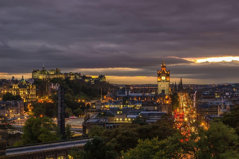 Vistas al atardecer de Edimburgo