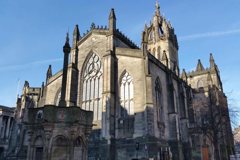 Una vista exterior de la cúpula de la Catedral de Edimburgo
