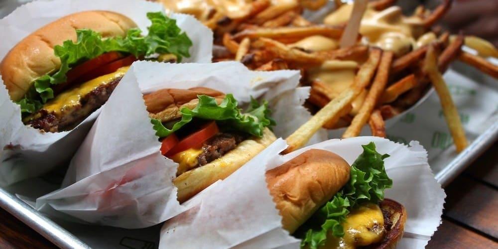 La comida más típica de Nueva York - la hamburguesa americana