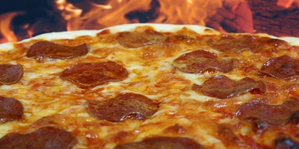 Pizza neoyorquina, una comida típica de Nueva York en el barrio de Little Italy