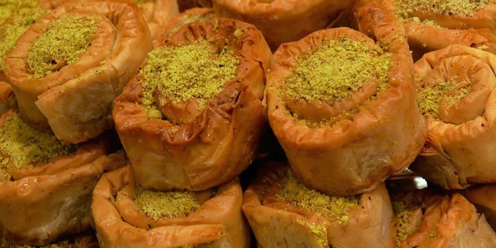 Dulces Marroquíes en un puesto callejero en Marrakech