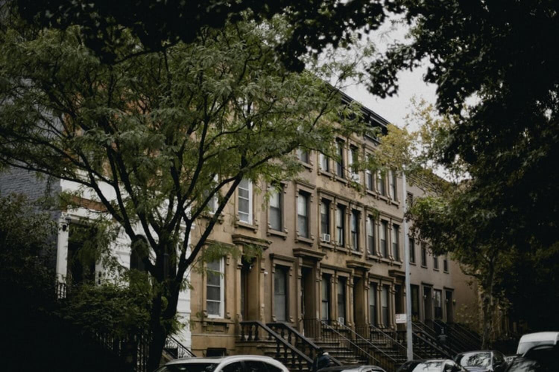 Casas de ladrillo famosas en Harlem en Nueva York