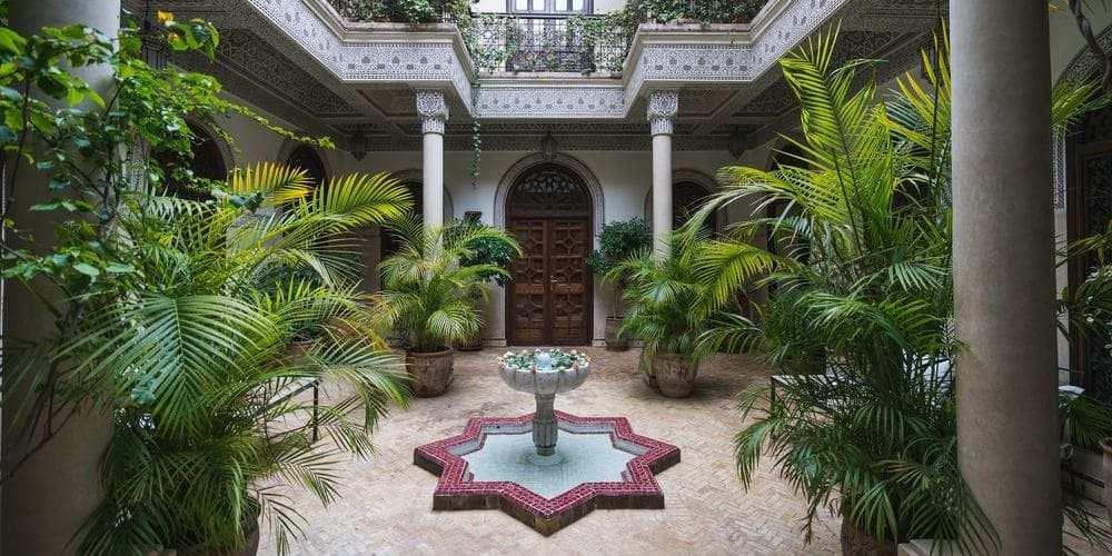 Patio en los jardines de Marrakech.