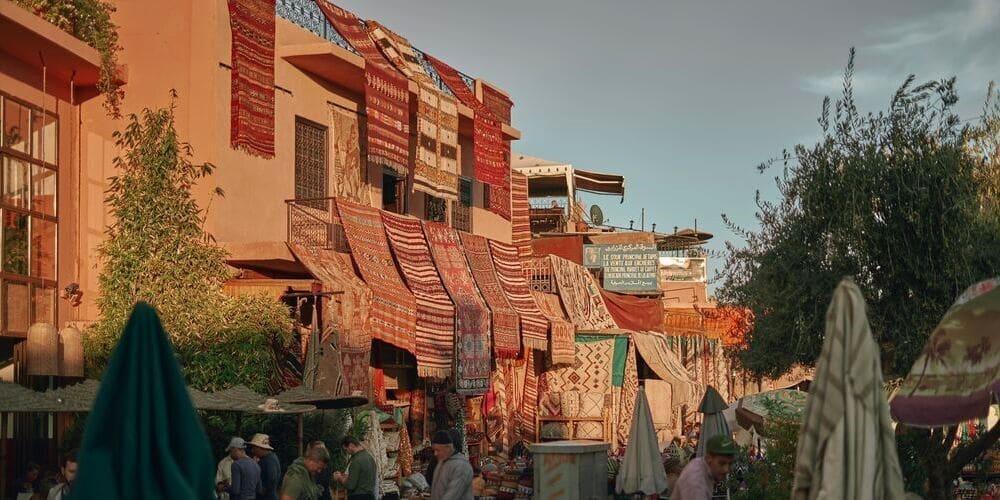 Mercado bereber en Marrakech de alfombras.