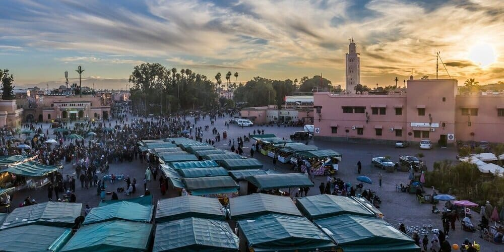 Plaza del mercado de Marrakech en Marruecos