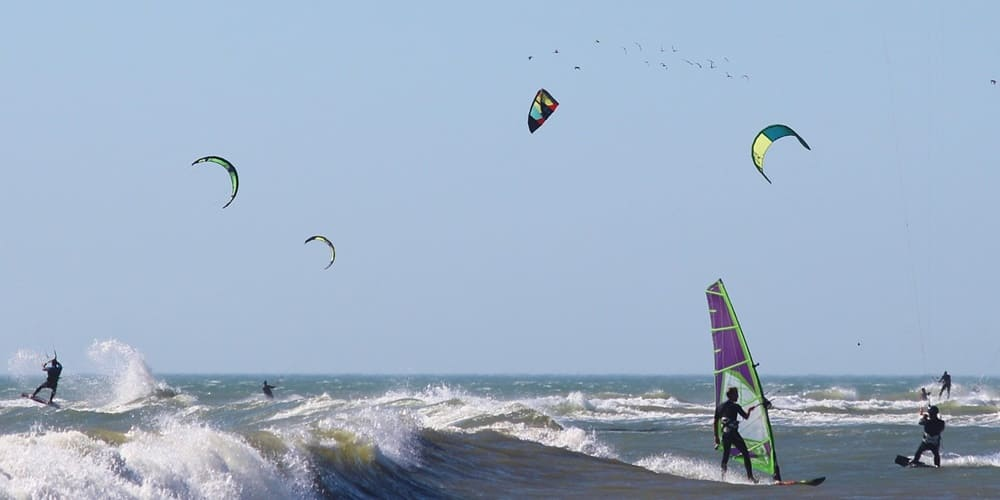 Realiza windsurf en las playas de Marrakech