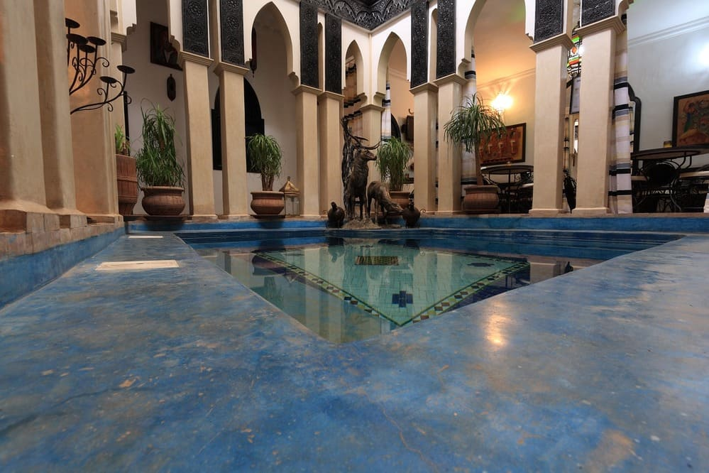 Típico riad de Marrakech con patio en el centro