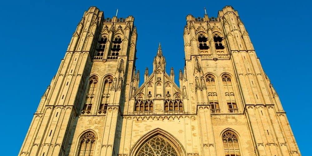 De todos los monumentos de Bruselas, la Catedral es de los más antiguos