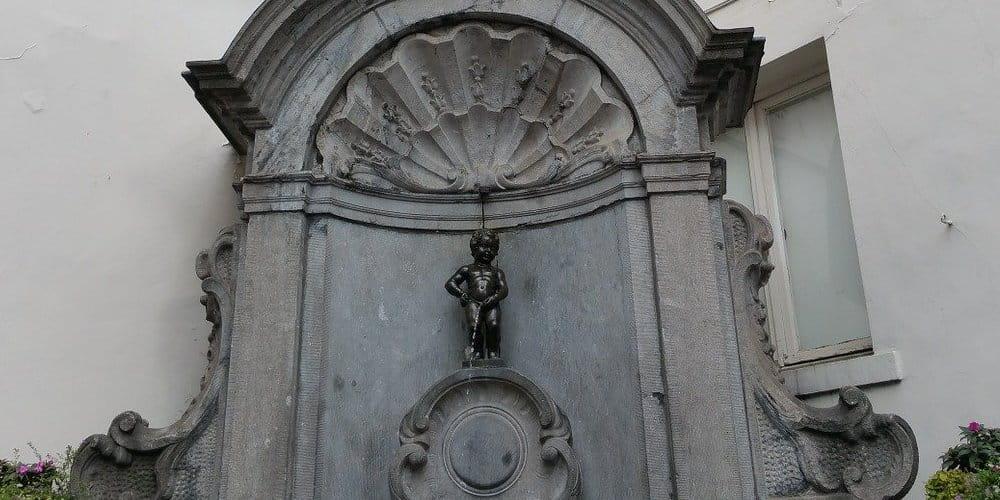 La escultura del Manneken Pis es uno de los monumentos de Bruselas más conocidos