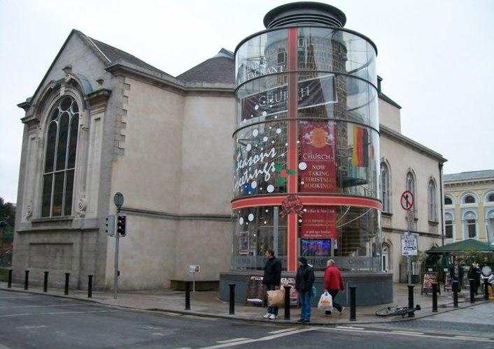 Fachada del bar The Church en la capital de Irlanda
