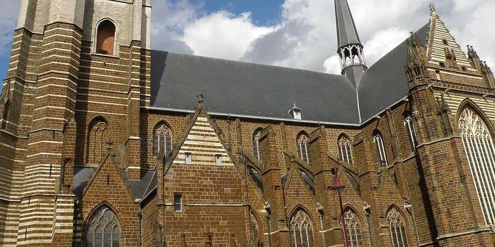 La Iglesia de Brujas es un elemento imprescindible para decidir entre Brujas o Amberes