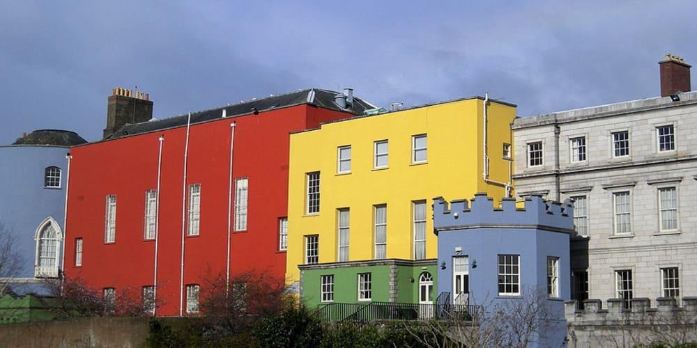 Biblioteca al lado del Castillo de Dublín