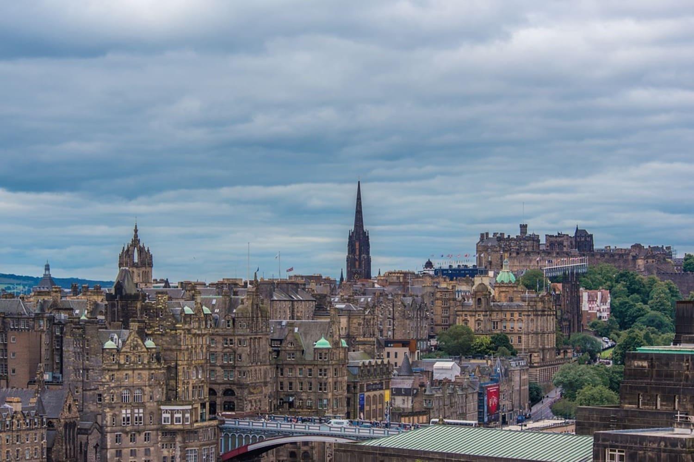 Vista de Edimburgo desde el palacio de Holyroodhouse