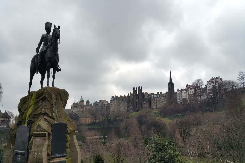 Consejos para viajar a Edimburgo: idioma, transporte y horarios