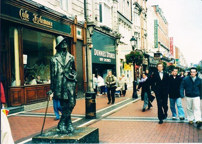 Estatua de James Joyce en la capital de Irlanda