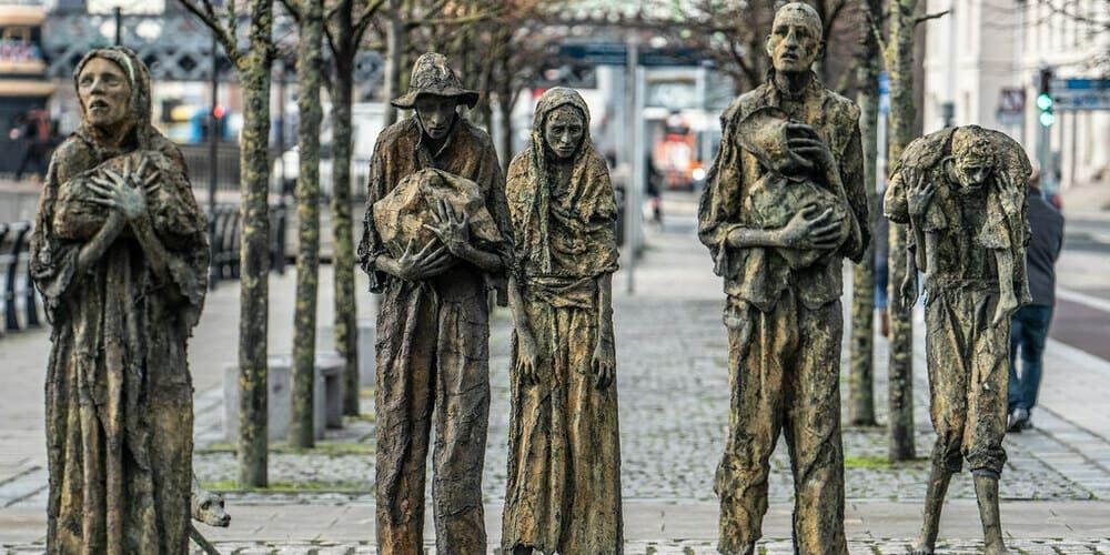 Famine Memorial, monumento sobre la hambruna de la ciudad