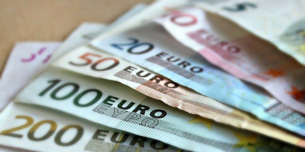 El euro, es la moneda de Dublín (capital de Irlanda) oficial