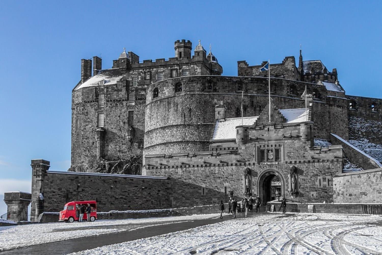 Monumento en Edimburgo principal, su Castillo