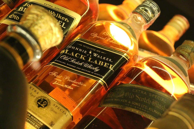 Ejemplos de botellas en el Museo de Edimburgo dedicado al Whisky